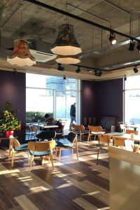 Photo: Natural Light coming into a cosy coffee shop