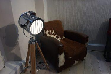 Tripod light and fury chair