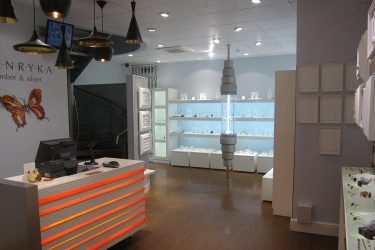 Henryka: Jewellery shop overall view with illuminated cash desk