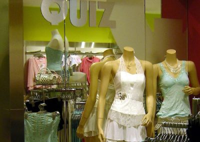 Quiz Clothing: feature mirror and mannequins