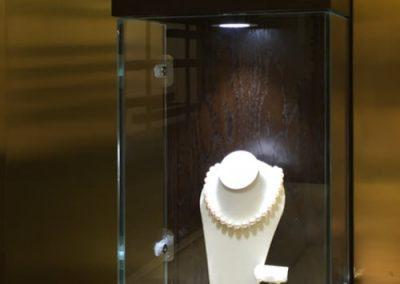 Pravins: illuminated jewellery box