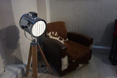 Tripod light and fury chair