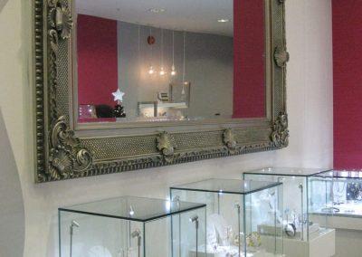 Silverleaf: Illuminated jewellery display tables